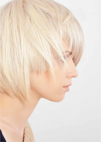 The Organic Salon Project uses a soft and delicate ammonia-free bleaching cream is based on Kukui butter and enriched with organic essential oils for a lightening experience that's gentle on even the most sensitive scalps.